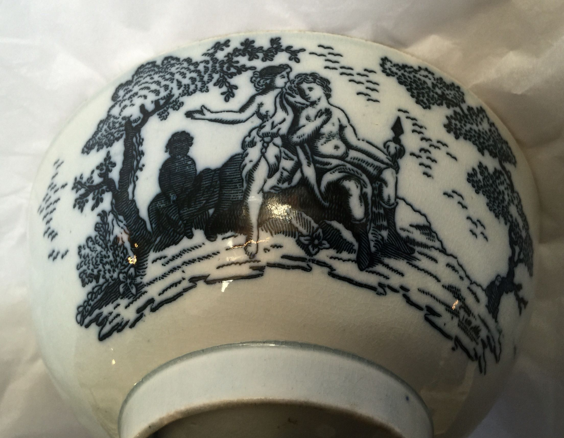 Design on pearl ware bowl