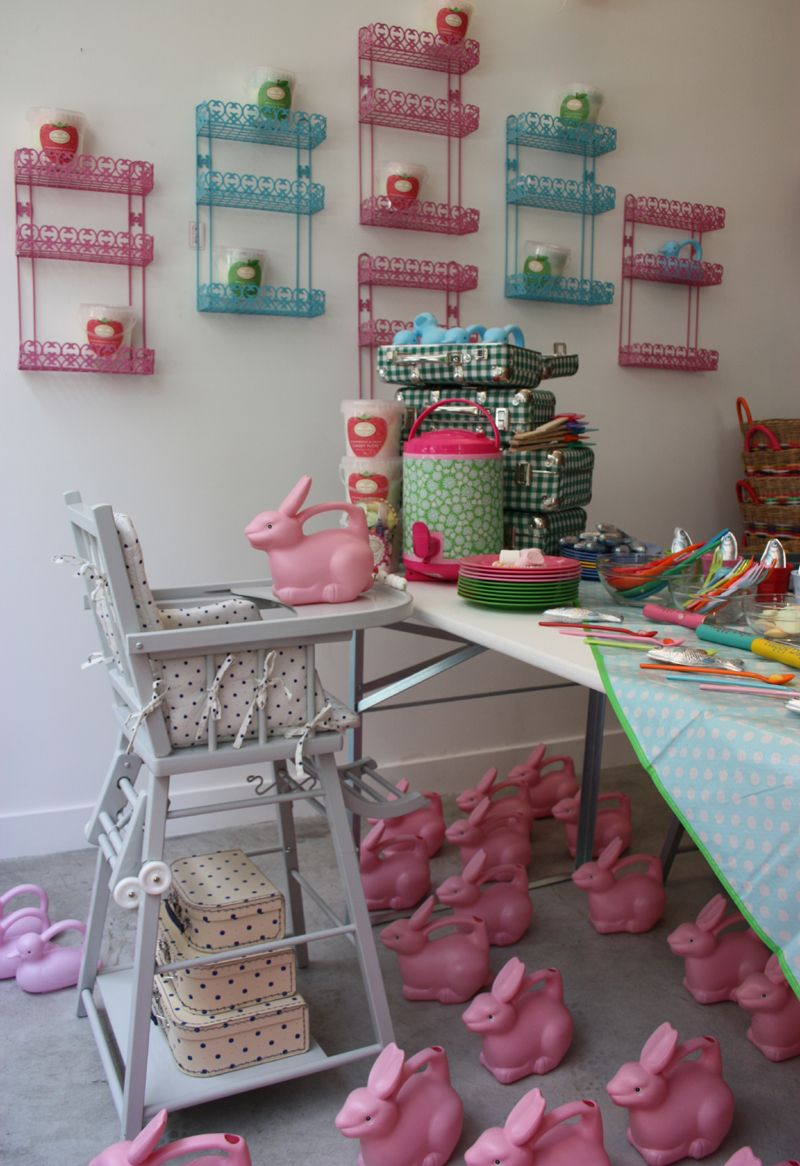 Bonton paris concept store pour enfants et b b s for Boutique meuble paris