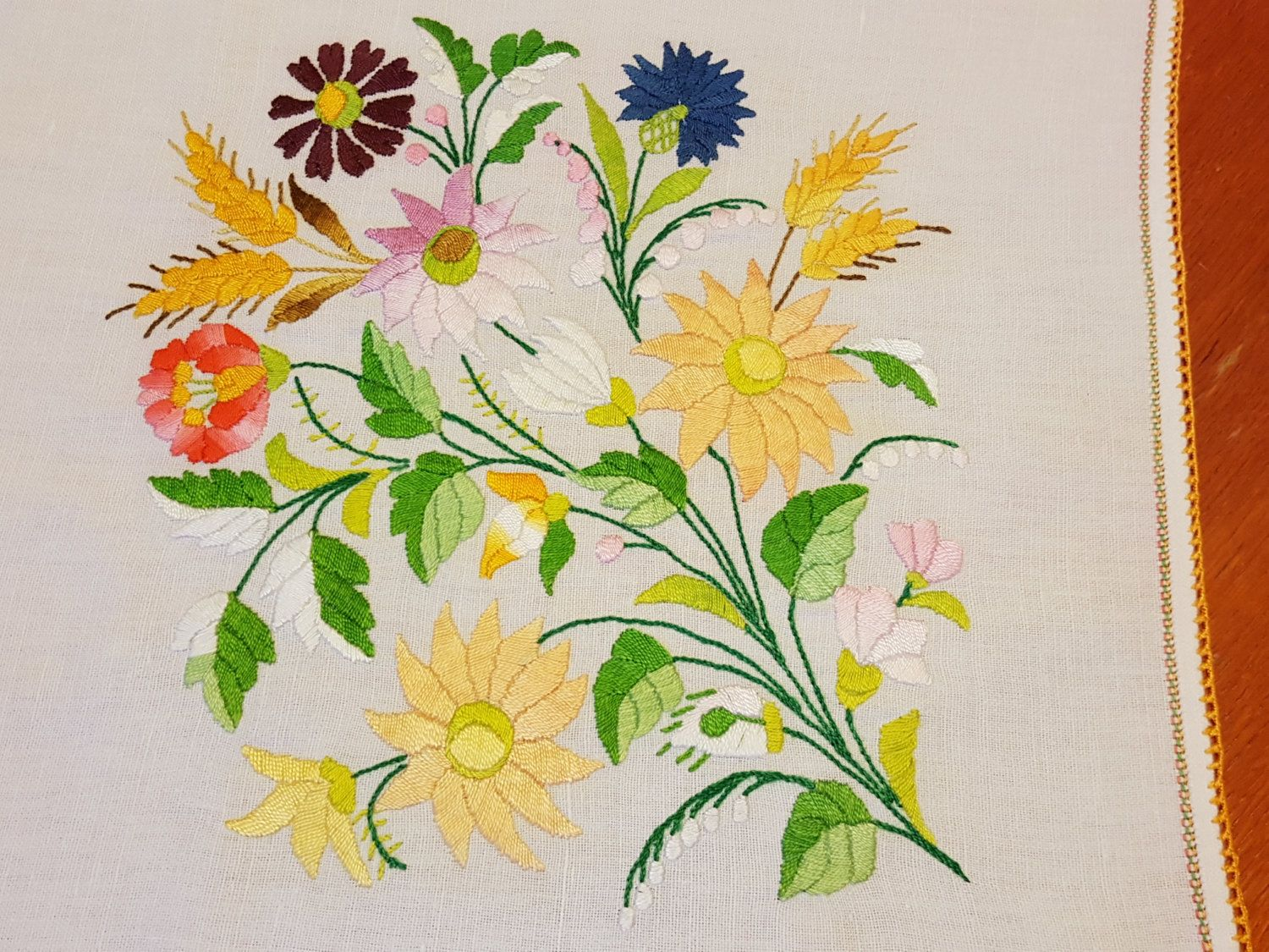Wheat Patterned Tablecloth Wheat Floral Colorful Tablecloth Vintage Handmade Hungarian Embroidered Tablecloth With Kalocsai Flowers By Treasu With Images Mintak Kalocsai