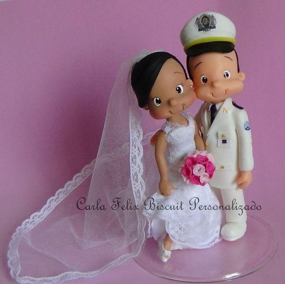 Noivos fofinhos abraçados Marinheiro