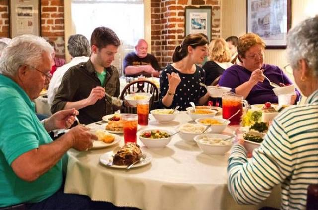 17 Georgia Restaurants Will Blow The Taste Buds Out Of Your Mouth Movoto Road Trip Food Savannah Chat Summer Restaurants