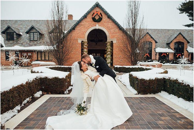 Omaha Country Club Wedding in the snow / Scarlett Crews Photography