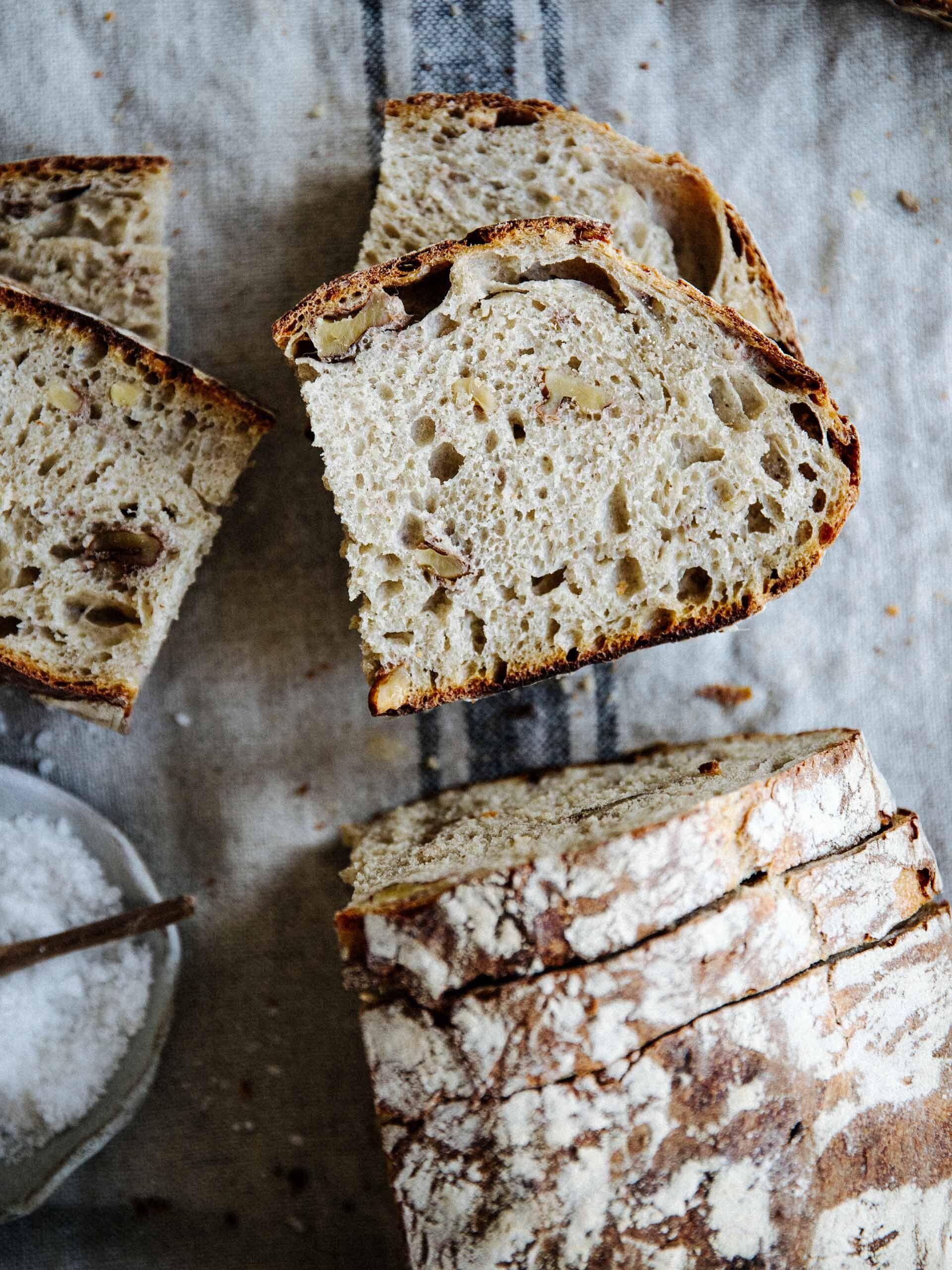 Dieses Kartoffel-Walnuss-Brot gehört zu unseren absoluten Lieblingen. Es wird mit ...