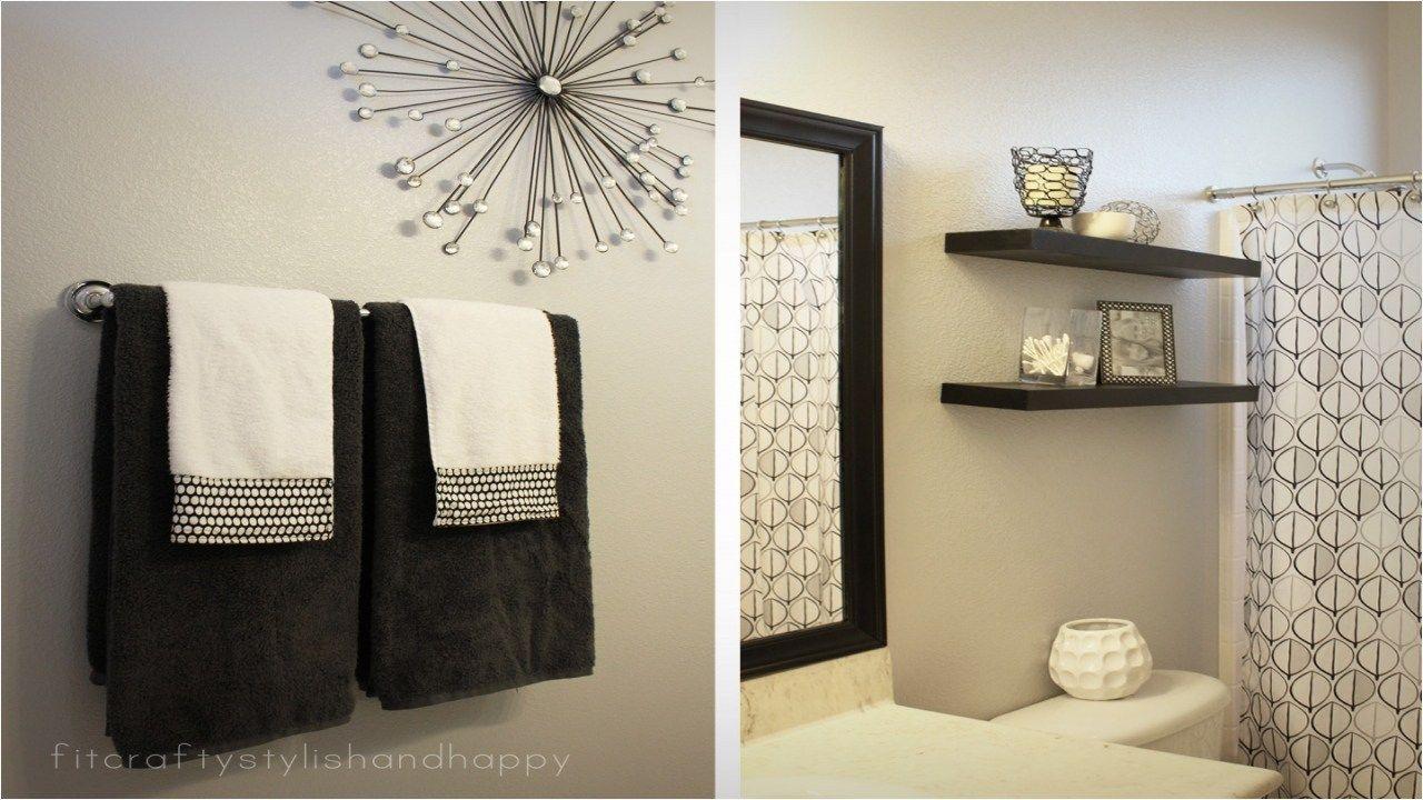 39 Stunning Black And White Bathroom Art
