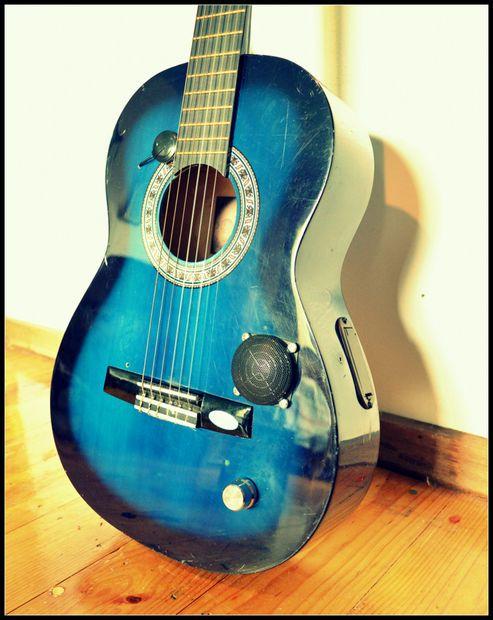 Guitar With Built In Amp And Speaker Guitar Cool Guitar Diy Instruments