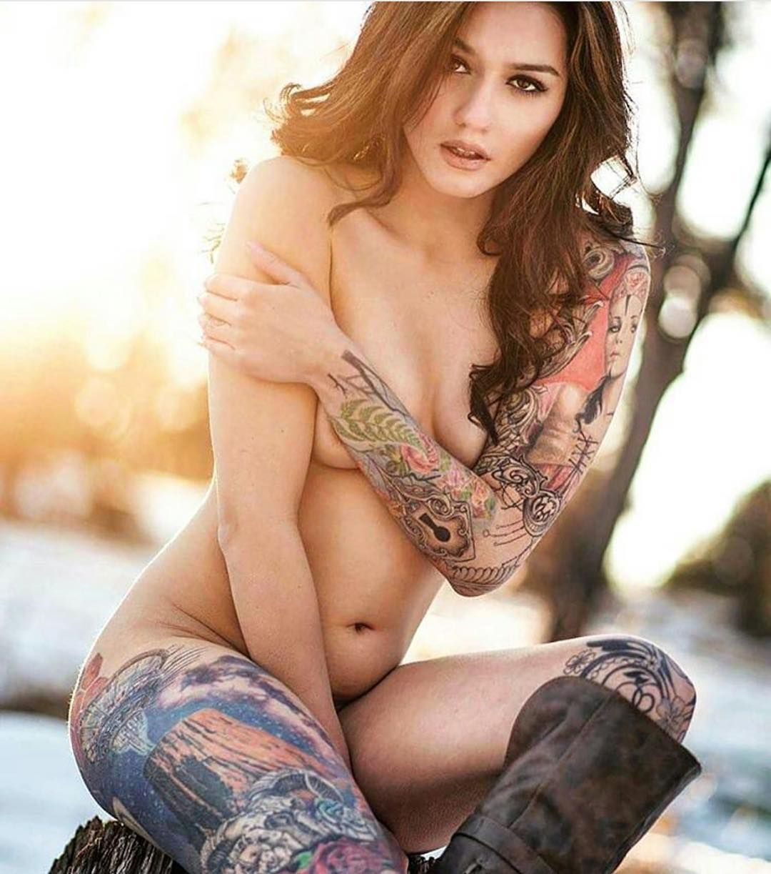 376 curtidas 5 coment rios w o m e n w i t h i n k for Nude women tattoo