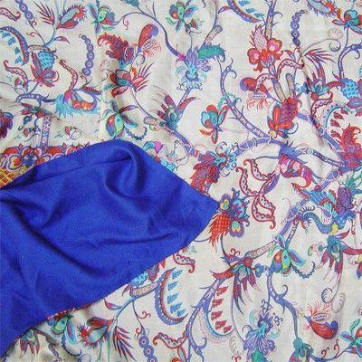 Estamos presentando nuevos chales-foulards de seda reversible. En nuestra tienda on line www.julunggul.com HECHO EN ESPAÑA