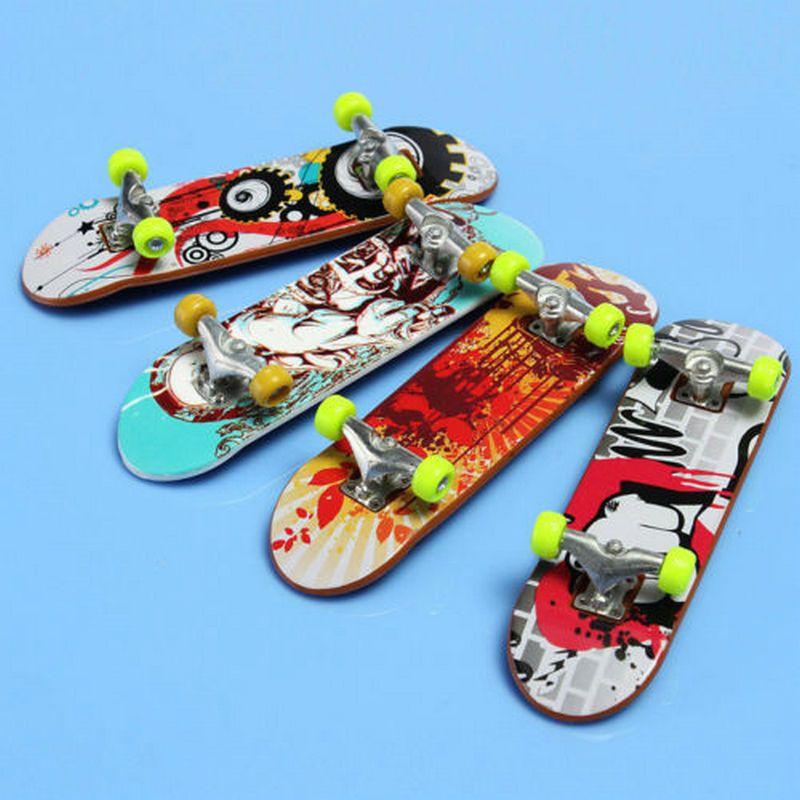 2X Mini Finger Board Skateboard Novelty Kids Boys Girls Toy Gift for Party