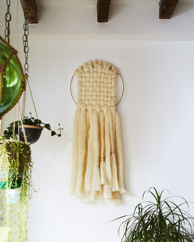 Make This: No-Loom Woven Wall Hanging   Woven wall hanging, Diy wall ...