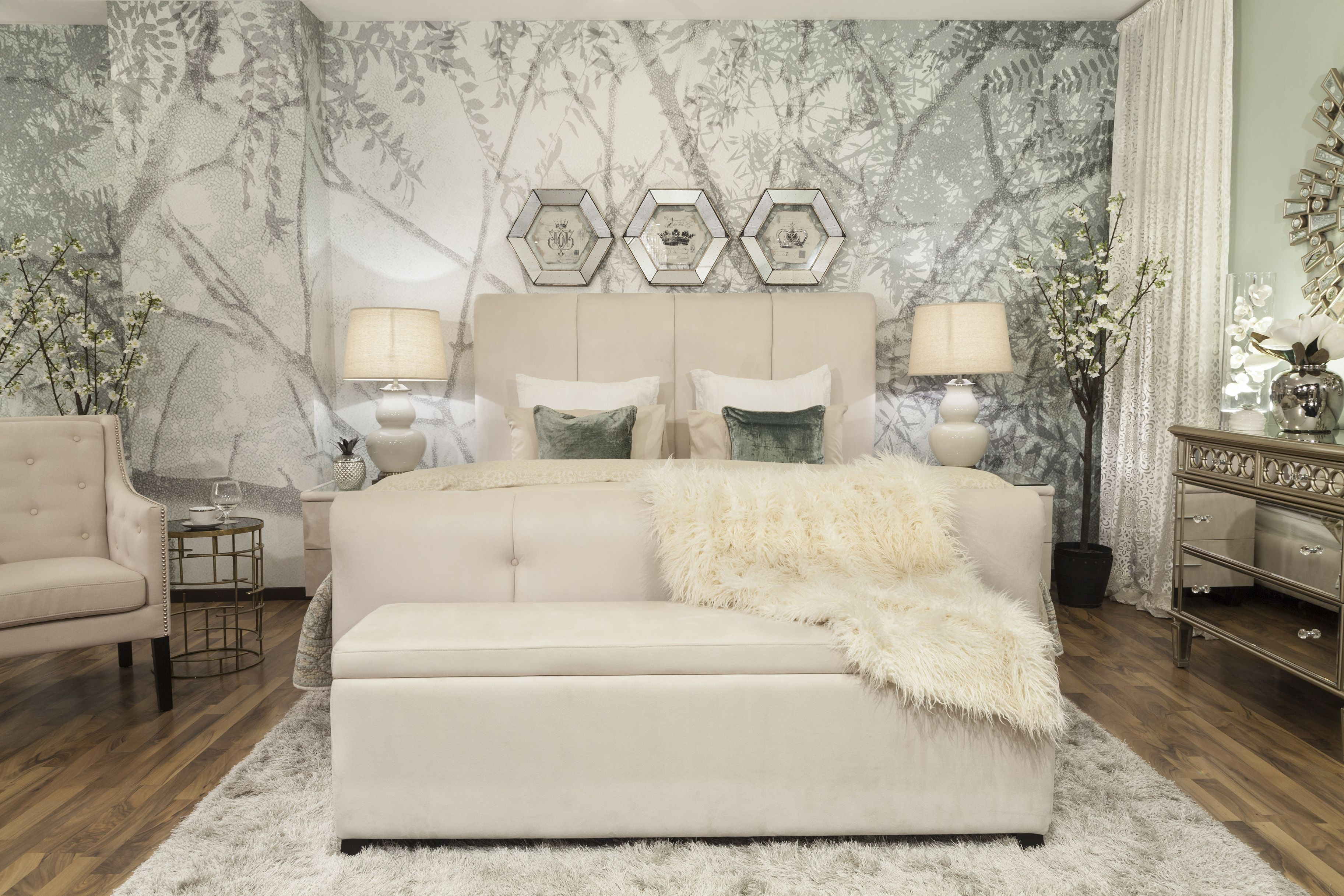 Bedroom Opulent Leafy 'Sunshade' wallpaper in soothing