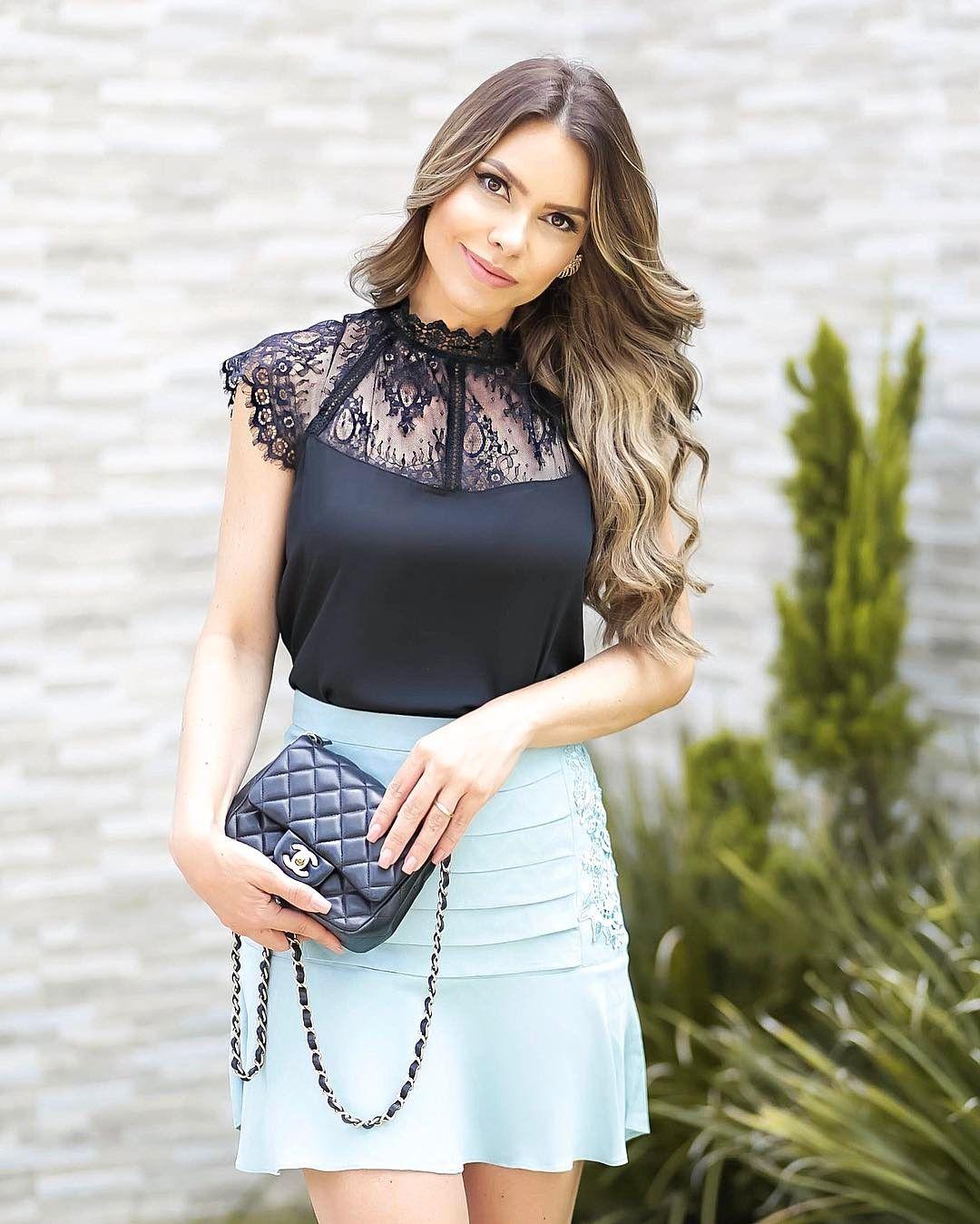 851e3fbae 💙😻Like a princess com look da @lailak_ ! Blusa com detalhes em renda  (reparem na gola dela toda rendada😱) ma ra vi lho sa by @lailak_ .