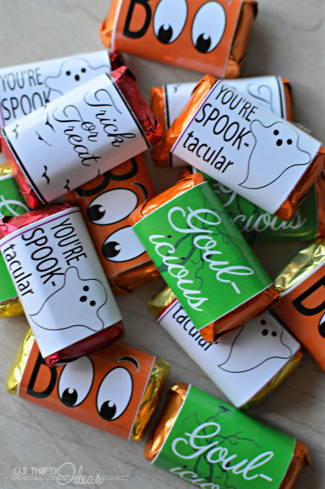 such a cute idea for a Halloween treat - FREE Halloween candy bar - halloween candy treat ideas