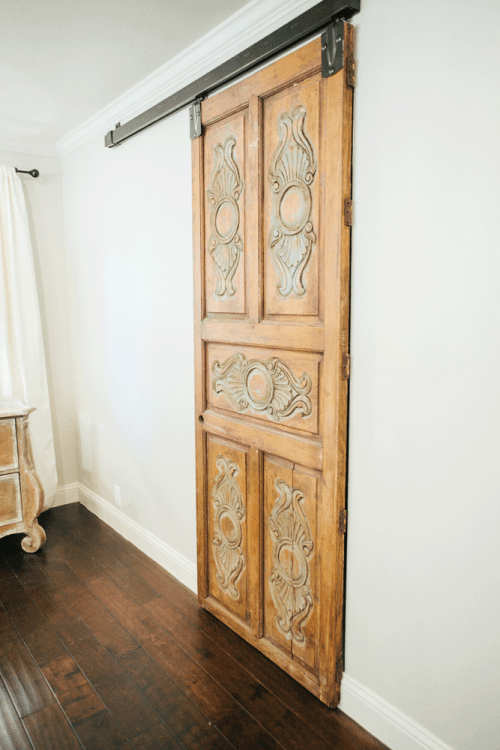 joanna gaines design fixer upper magnolia market. Black Bedroom Furniture Sets. Home Design Ideas