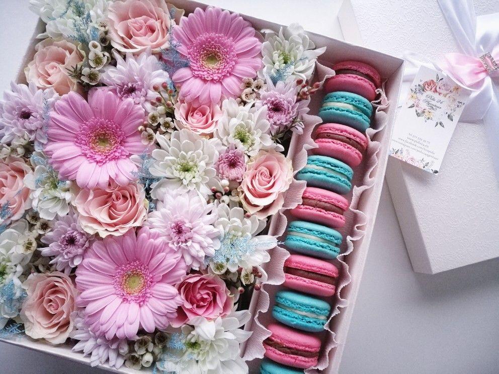 Квіткові подарунки із солодощами - відмінний варіант для привітання