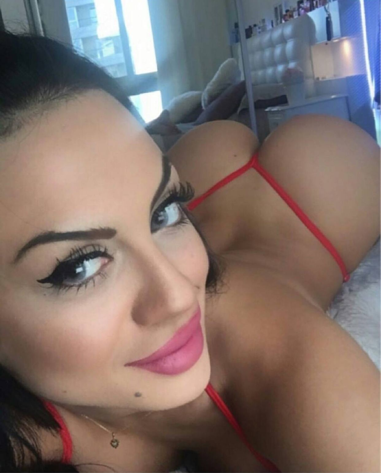 nice ass with selfie Girl