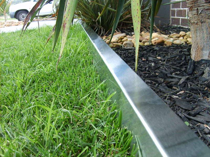 Steel lawn edging landscape design for Lawn edging materials
