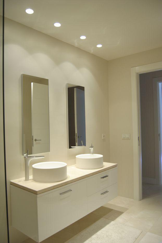 Illusion iluminaci n en ba o con focos empotrados for Focos espejo bano