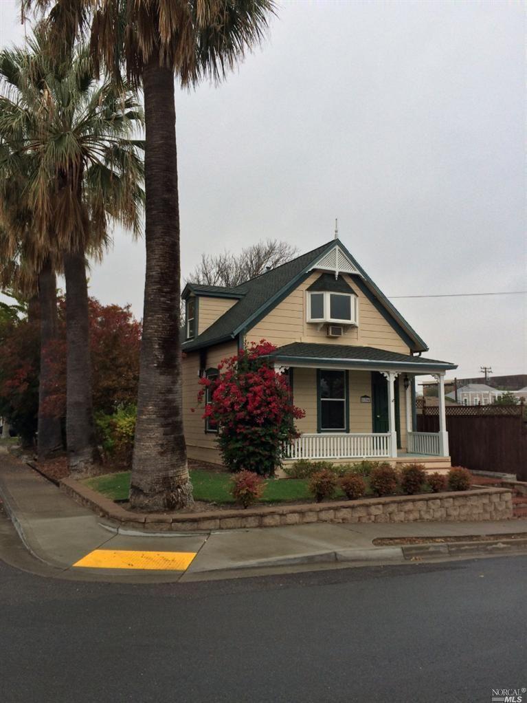 136 South Front St Rio Vista Ca 94571 Rio Vista Estate Homes House Colors