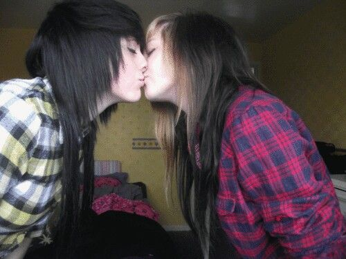 Pin By Desmond On Emo Couples  Emo Couples, Cute Emo -8833