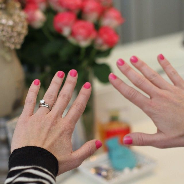 Sharing my fresh mani with Jamberry nails on the blog. @jambeesley #jamberrynails #manimonday #pink #ontheblog #imobsessed