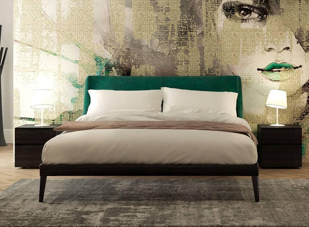 Letto in legno con testiera rivestita in velluto bedroom