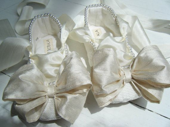 Baby Ballet Shoes Toddler Ballet Flats Ivory Lace di BobkaBaby, $80.00