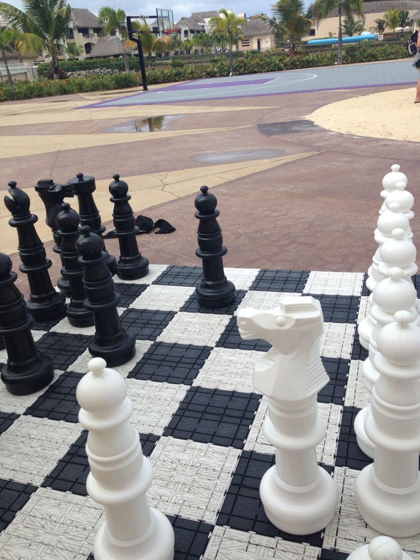 Giant chess match!!!