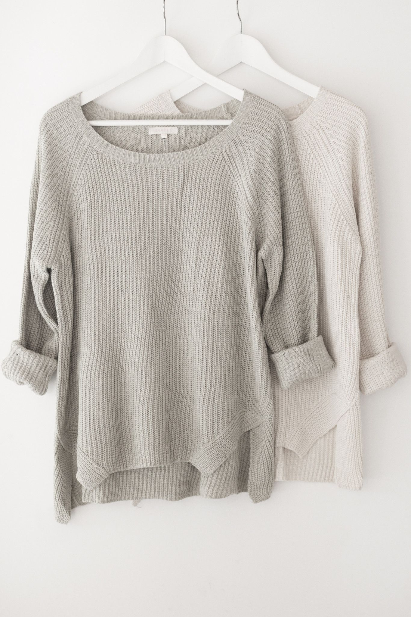 Classic chunky knit sweater - Round neckline - Long sleeves - Side ...