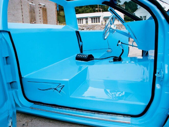 Custom 1988 Nissan Hardbody Nip Tuck