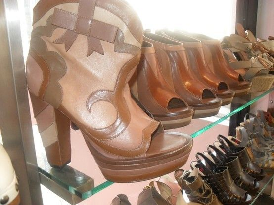 girly cowboy boots by @emilieschwenk