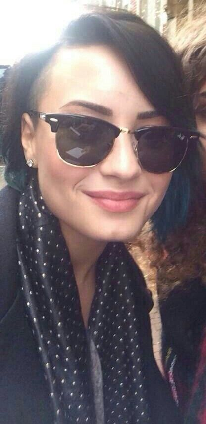 Demi with fans in Amsterdam - November 17th