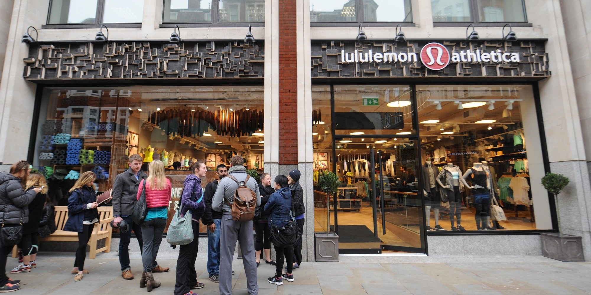 Lululemon's Shopping Bag Features Anti-Sunscreen Warning