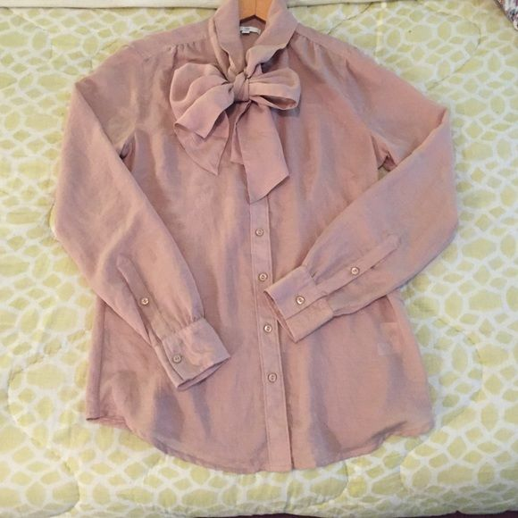 Gap bow blouse Polyester blouse with tie at neck GAP Tops Blouses