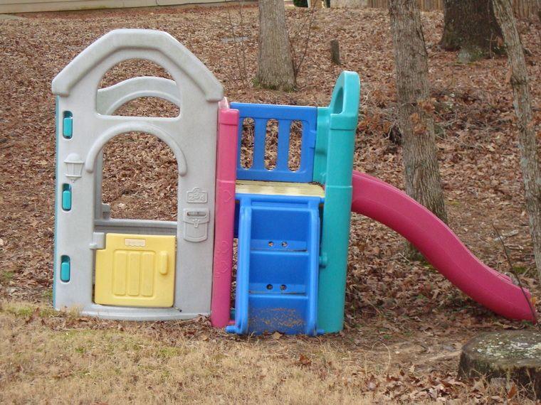 Fisher Price Plastic Playhouse Wirh Slide Daycare