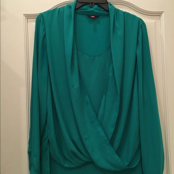 Vince Camuto Bright Green Drape Blouse Size M Bright green drape blouse (with built in tank) in size medium. This blues is very gently worn and in like new condition. Vince Camuto Tops Blouses