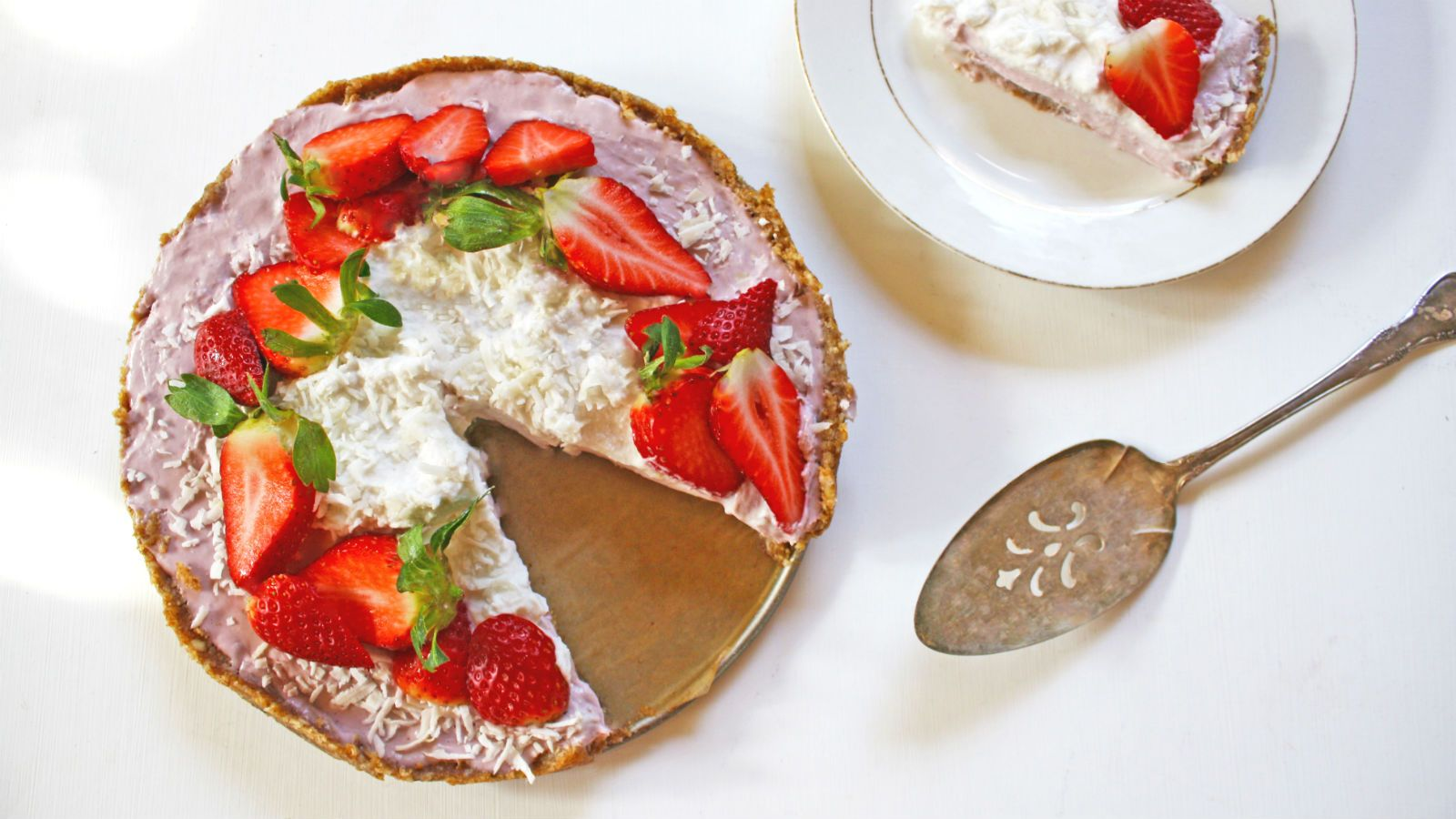 I First Tried Raw Vegan Coconut Cream Pie Years Ago At Cafe Gratitude One Of Los Angeles Popular Plant Based Re Coconut Pie Baked Strawberries Jewish Recipes