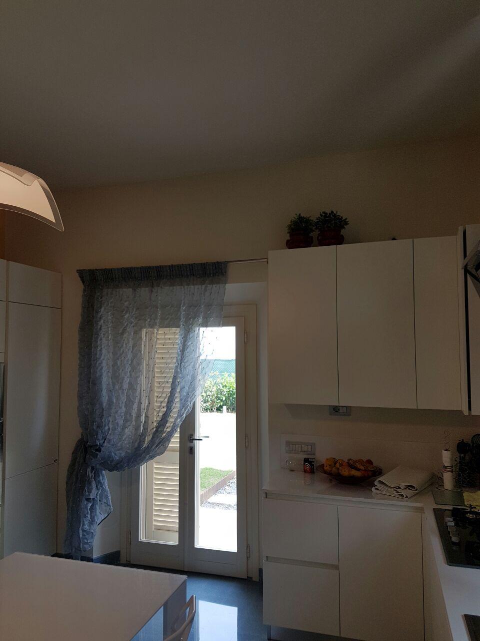 tende per portafinestra cucina | Tende da Interni, Serramenti ed ...