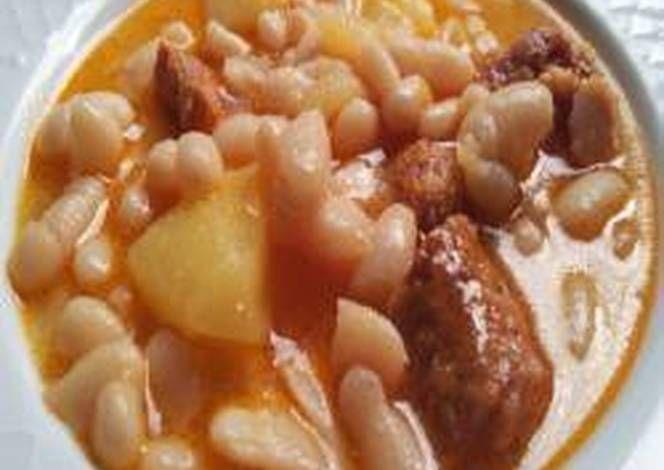 Alubias Blancas Con Chorizo Ibérico Fácil Y Muy Buenas Receta Alubias Blancas Platos De Carne Y Comida
