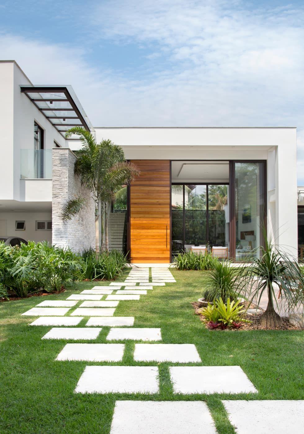 Fachada casa casas por amanda miranda arquitetura for Casa moderna jardines