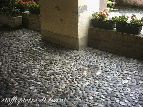 Pavimento in ciottoli di fiume porch pinterest porch for Pietre di fiume