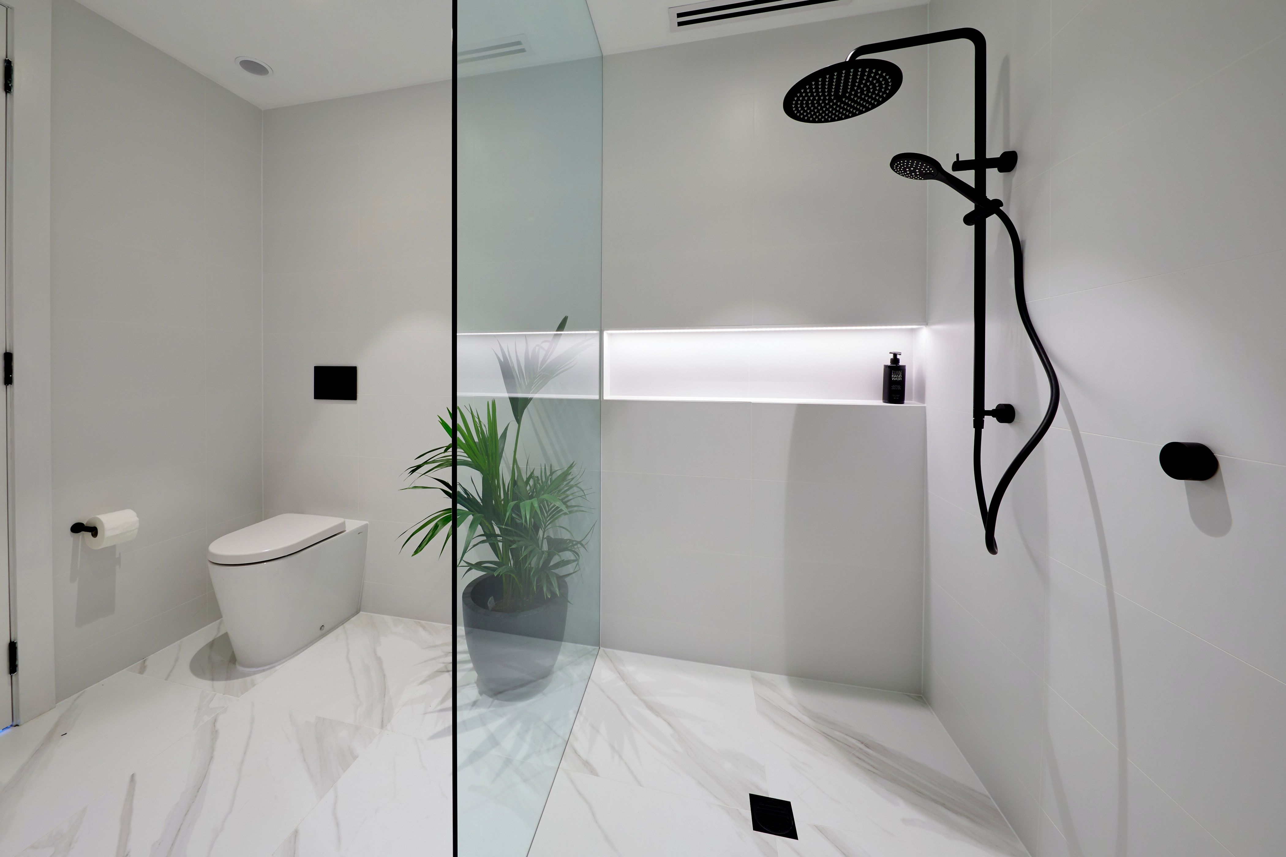 Kerry spences master ensuite from the black 2018 at the
