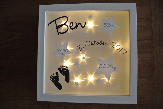 **Schöner 3D Bilderrahmen mit integrierter Lichterkette und Effektfolie, die die Lichter schön als Sternchen schimmern lassen.** Mit den persönlichen Geburtsdaten und Namen von eurem...