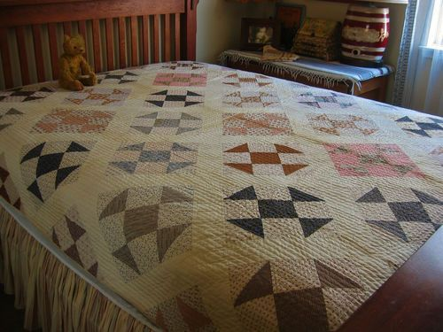 Wonderful Antique Hand Stitched Calico Hole In The Barn Door Quilt