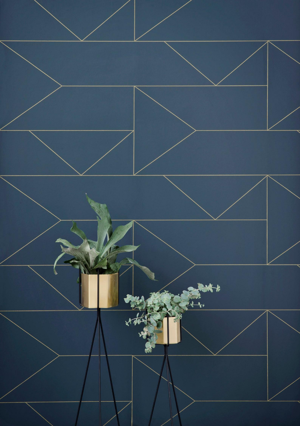 Geometric wallpaper – Art Deco wallpaper – Ferm Living Lines Dark Blue – Scandinavian designer wallpaper – feature wall – gold blue