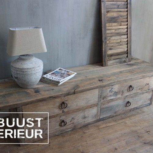 audio dressoir of tv meubel van oud eiken hout voorzien van lades