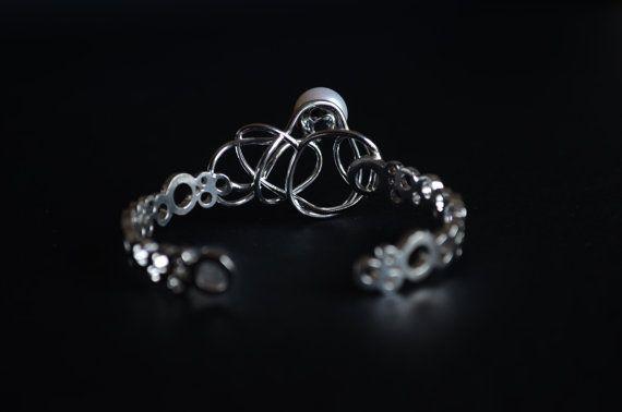 Abyss- Il nome del bracciale si ispira alla sua natura. E stato ideato e creato da me artigianalmente. E costituito da elementi semi rigidi con