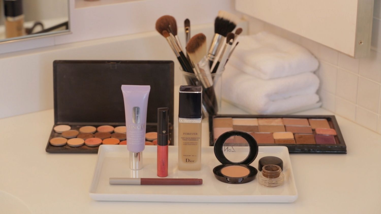 Watch Martha Stewart's Easy Wedding Makeup Video. Get more step-by-step instructions and how to's from Martha Stewart.
