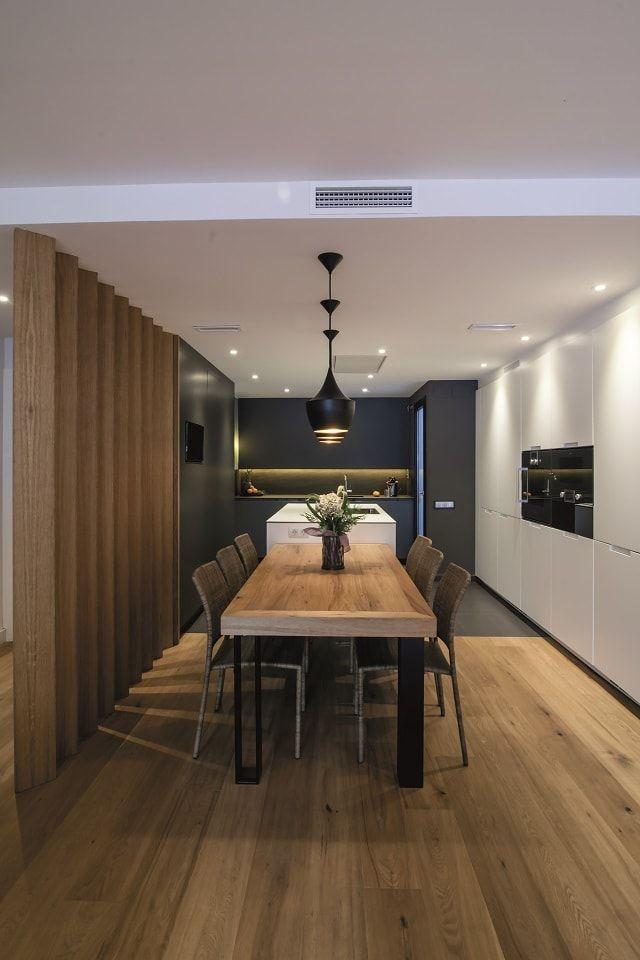 Contraste gris oscuro blanco y madera estilo gris alto for Cocina de madera gris oscuro