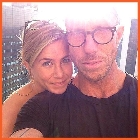 Jennifer Aniston salta il trucco nella foto Instagram di Chris McMillan! -…