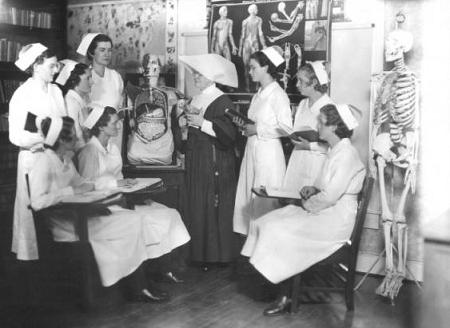 50 Vintage Photos of Nurses Being Awesome - NurseBuff